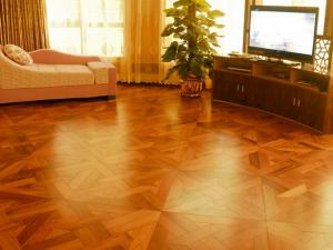 客厅拼花地板装修效果图  黄色木地板图片