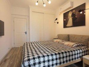 小卧室灰色木地板装修效果图 灰色木地板装修效果图
