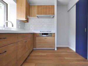 简约风格厨房强化木地板图片 强化地板铺装图片