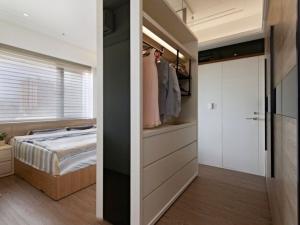 卧室原木地板装修效果图  简约风格装修效果图