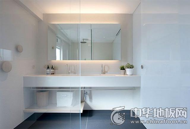 138平现代清新卫生间浅色木地板图片