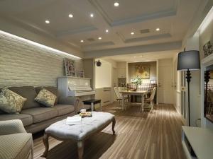 简欧风格客厅拼色地板家装效果图