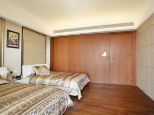现代风格公寓榆木地板装修效果图    现代风格地板装修图片