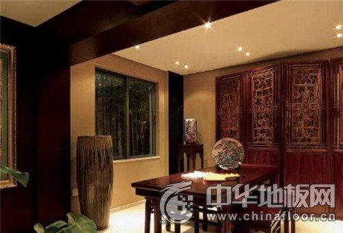 中式古典装修效果图 客厅红色木地板图片