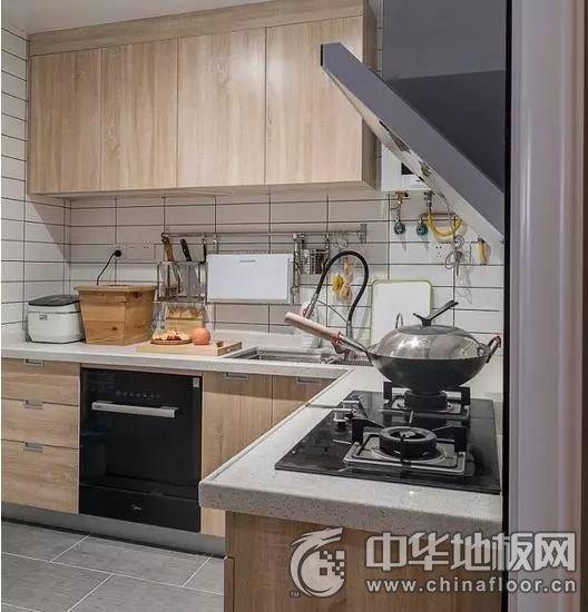 日式风格木地板装修效果图 餐厅木地板图片