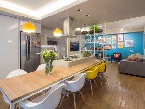 浅棕色复合木地板家装效果图 打造70平活泼公寓