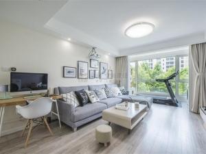 清爽灰色木纹地板效果图 厨房地板砖灰色效果图