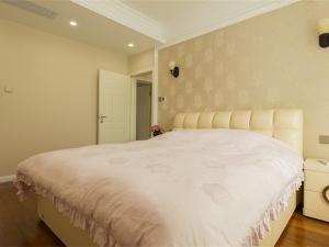清新小美式地板装修效果图 卧室棕色木地板装修效果图