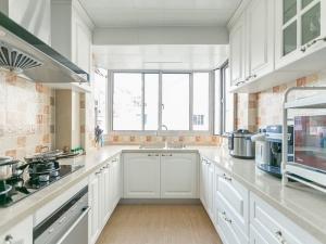 地板装修效果图 深色厨房地板效果图大全