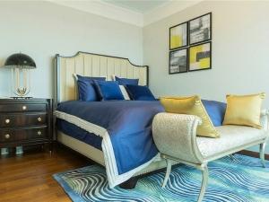 最新简中式地板家装效果 卧室棕色木地板装修效果图