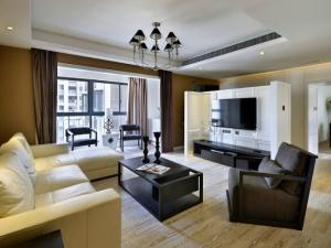 客厅白色地板效果图 现代风格装修效果图