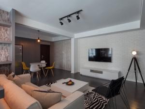 时尚深色地板装修效果图 打造创意空间
