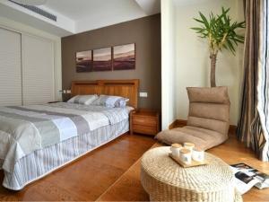 飘窗棕色木地板装修效果图 感受惬意美居