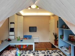 小户型地板装修效果图大全 阁楼木地板颜色效果图