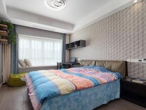 深灰色木地板装修效果图 卧室地板装修效果图