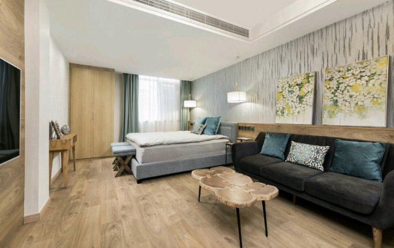 棕色木地板装修效果图 木地板电视墙效果图大全