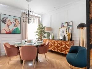 餐厅浅色地板装修效果图 轻奢美式地板装修效果图