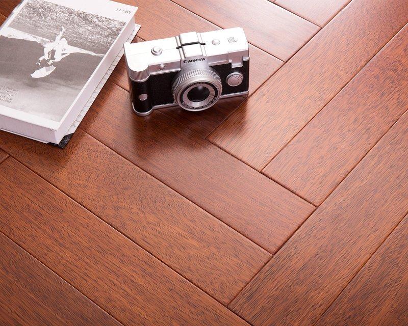 上臣地板图片 上臣地暖实木地板效果图